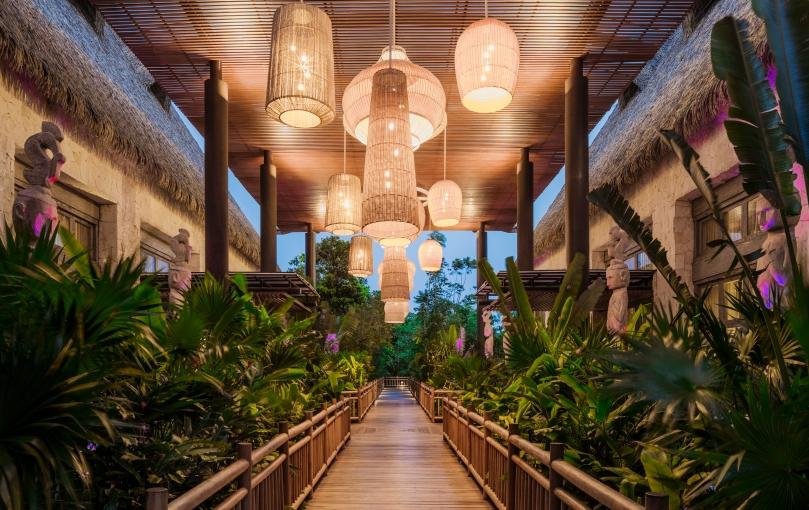 VID_RM_Resort_GrandLuxxeLobby_Pathway_1506
