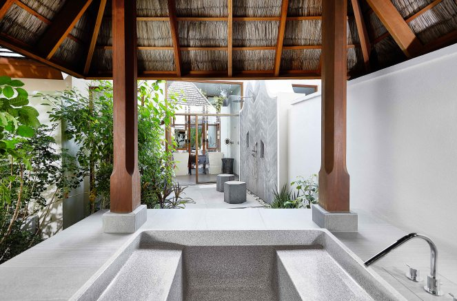 CONRAD MALDIVES RANGALI ISLAND_Beach Villa_Bathing Pavilion_Credit Justin Nicholas_Hi-Res