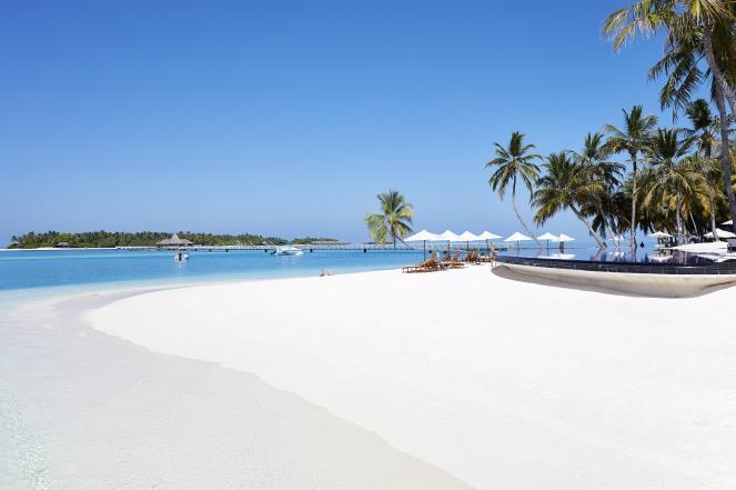 CONRAD MALDIVES_Hero_Beauty_Rangali Finolhu Island beach_credit Justin Nicholas - hi-res