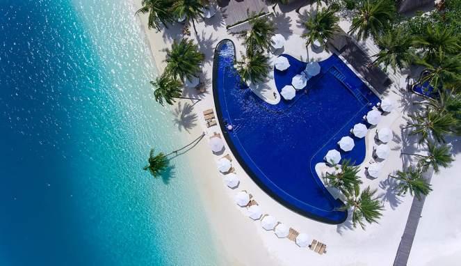main-pool-aerial-view-1063x614